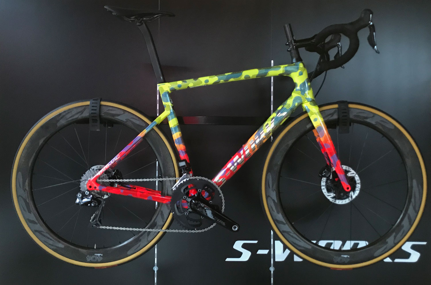 silniční kolo Specialized S-Works Tarmac SL6 Disc Di2 Cyklo 69 Custom 2020 yellow/red/black