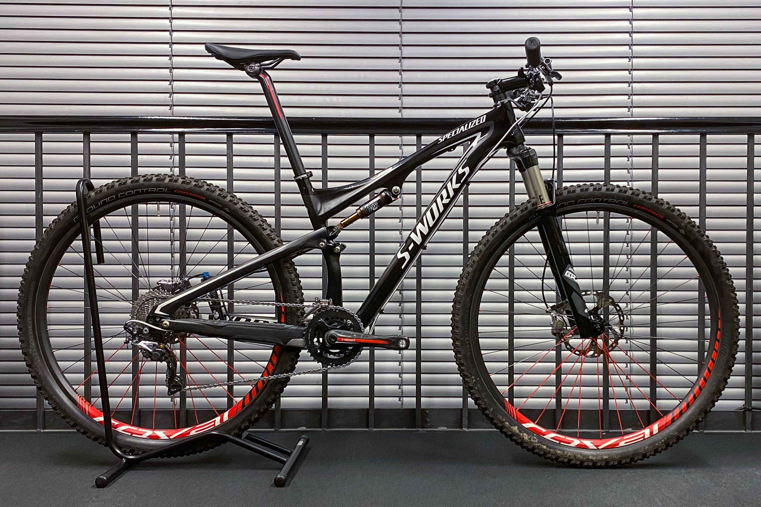 "horské kolo Specialized Epic FSR Carbon XTR 29"" 2012 carbon/black/white - bazar"